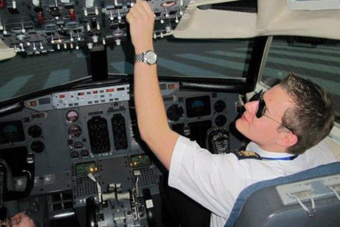 25 years old Alex in the cockpit of an A320 airbus